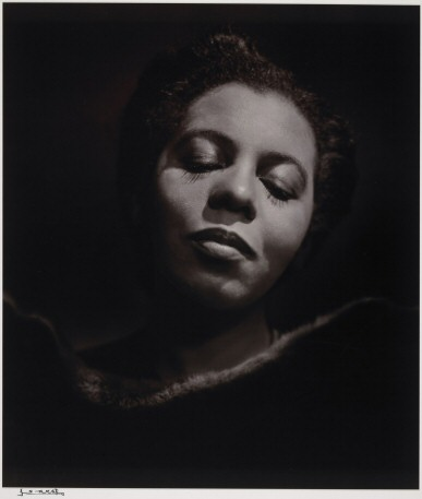 Portia White in a 1946 photograph by Yousuf Karsh